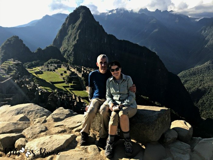 Peru-Machu-Picchu-overlook-sitting-couple