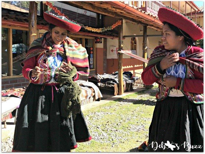 Chichero-Peru-trip-weaving-cooperative-threading-yarn