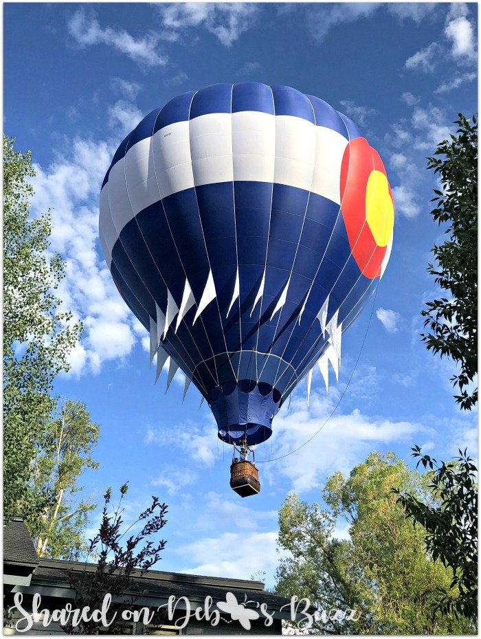 Steamboat-Springs-Colorado-Hot-Air-Balloon-Festival-hovering