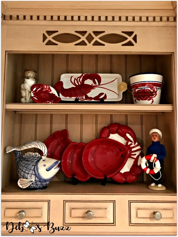 coastal-decor-kitchen-decorated-shelf