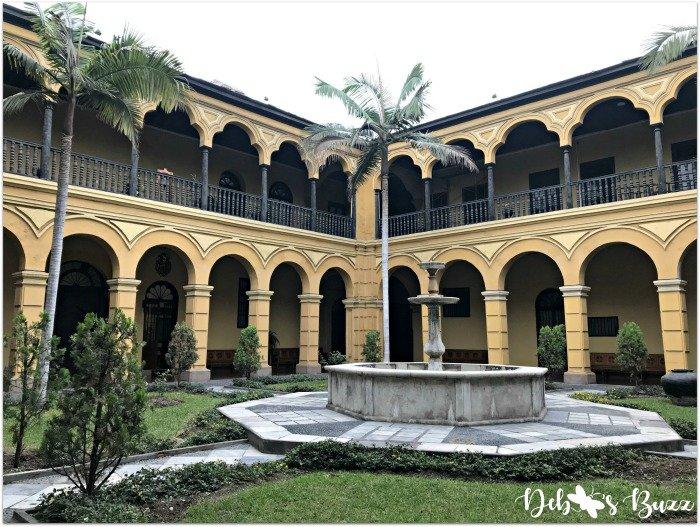 lima-peru-convent-santa-domingo-cloister2