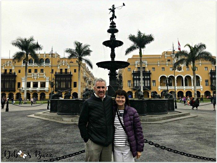 lima-peru-trip-plaza-de-armas-fountain-couple