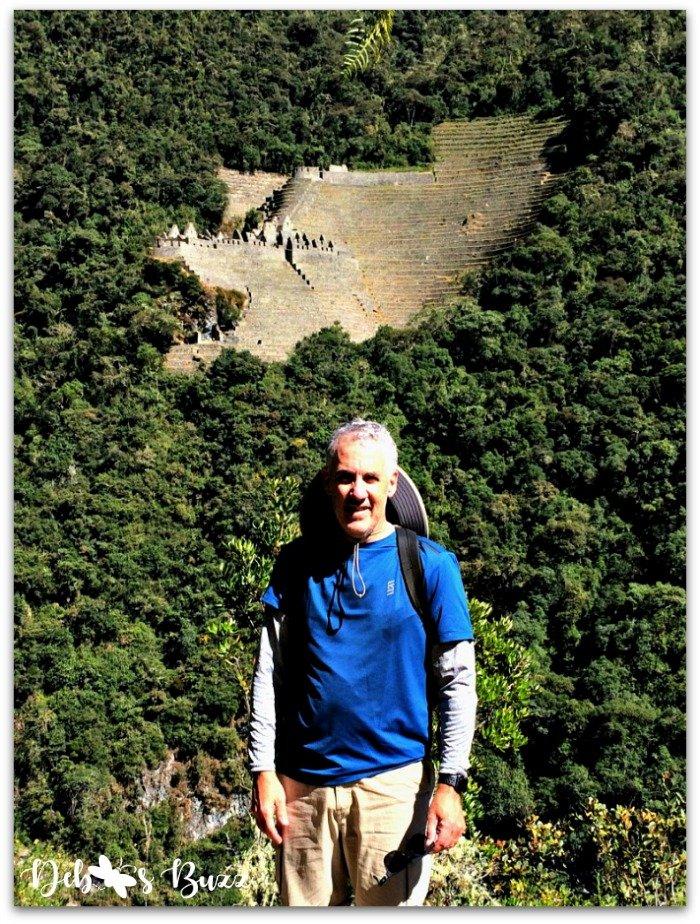 Peru-Inca-trail-Winay-wayna-hiker-approach