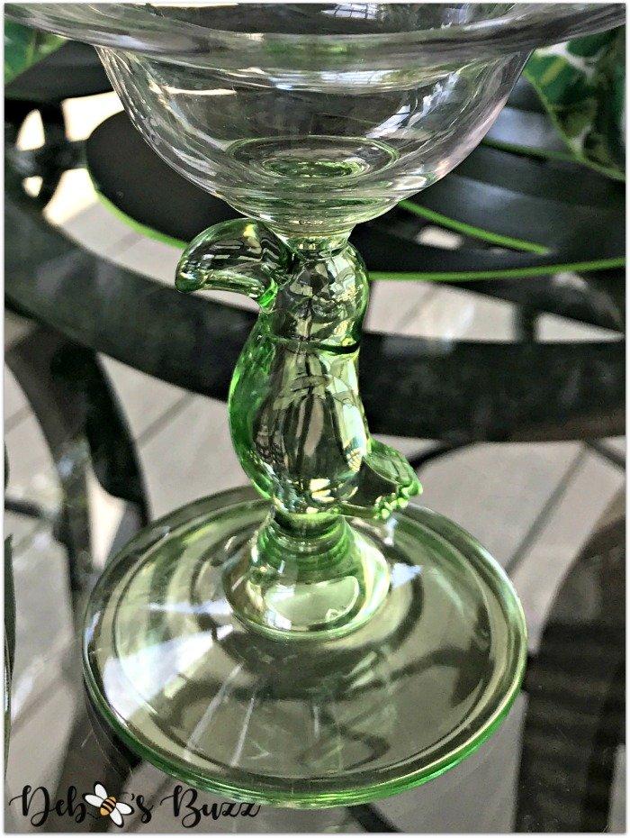 palms-tropical-tablescape-parrot-glass-stem