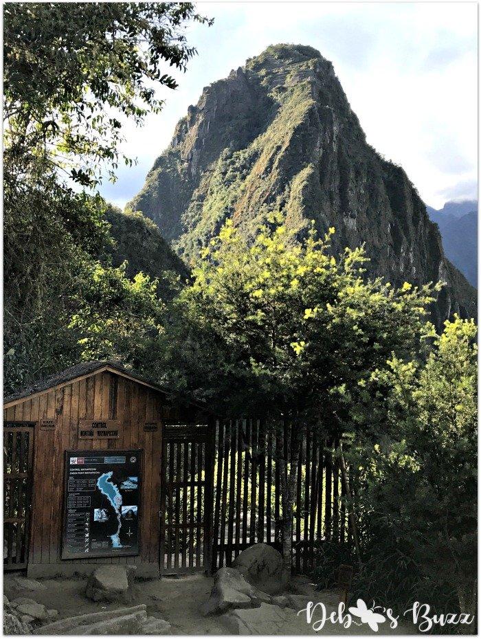 peru-machu-picchu-day2-Huayna-Picchu-gate