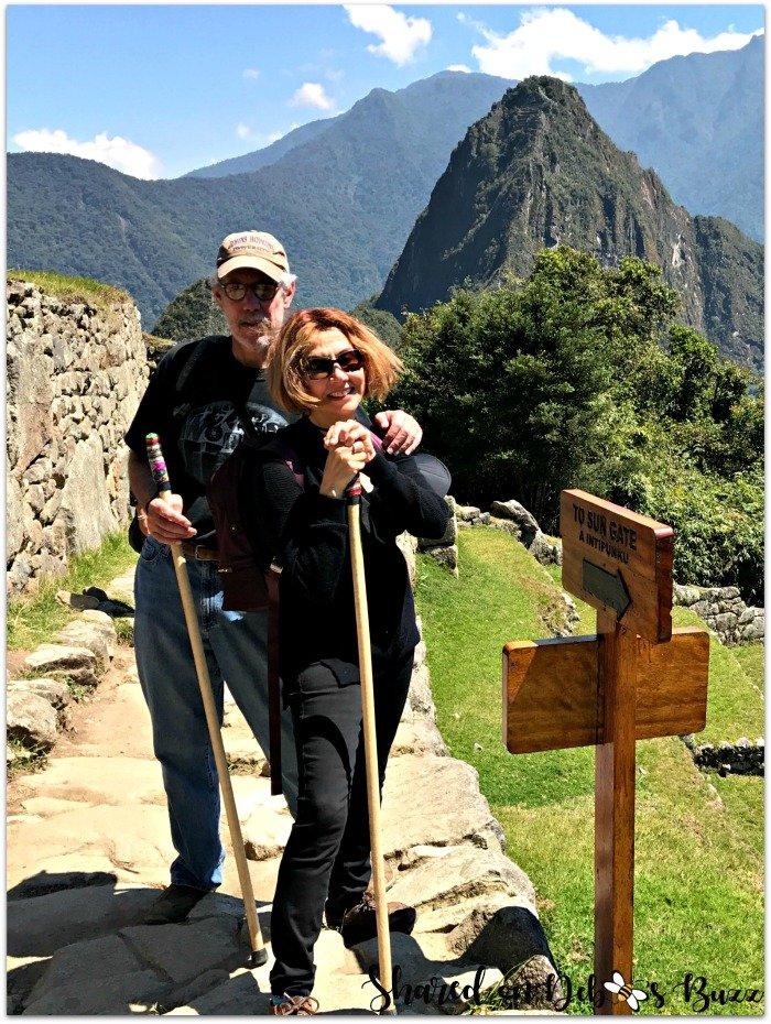 peru-machu-picchu-sun-gate-hikers