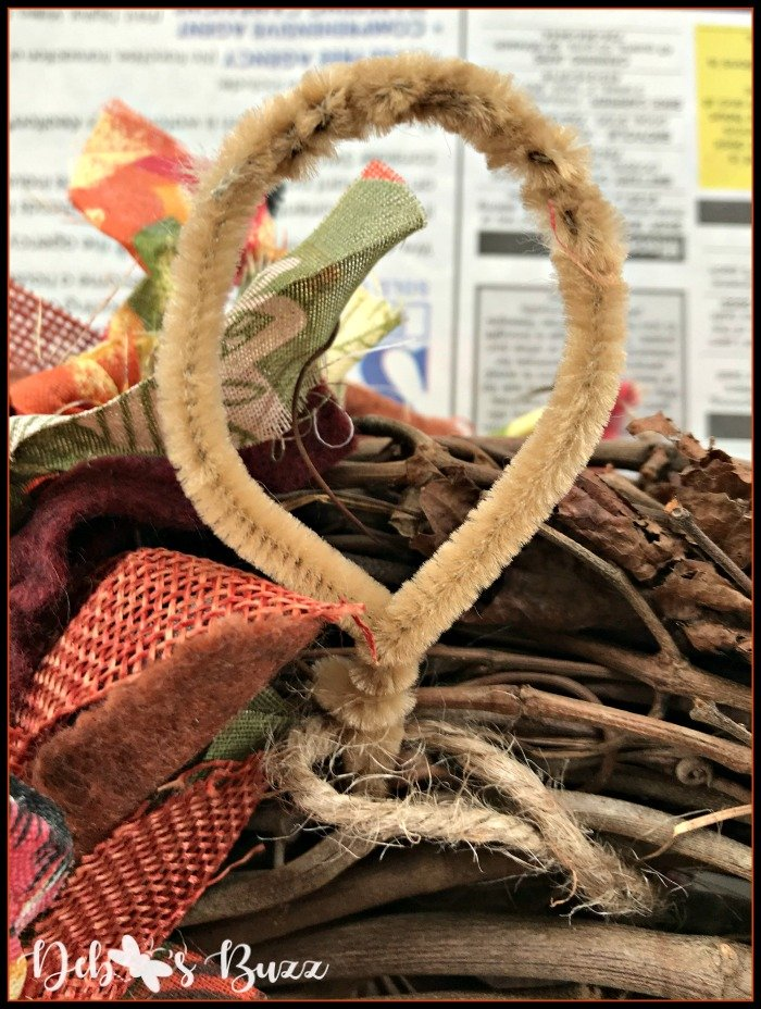 fall-grapevine-wreath-pipe-cleaner-hanger