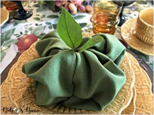 fall-harvest-tablescape-apple-shape-napkin-fold