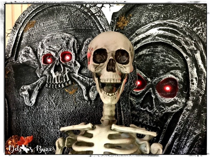 Halloween-skeleton-decoration-tabletop-gravestones