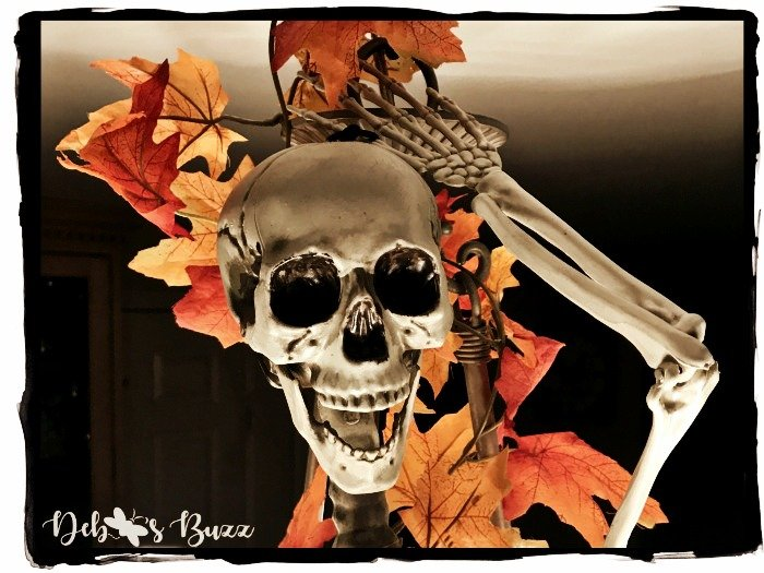 spooky-Halloween-skeleton-jaw-dropping