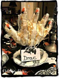 halloween-table-popcorn-skeleton-hand-favor
