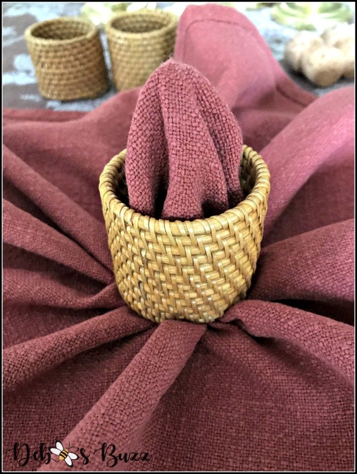 pumpkin-napkin-fold-pull