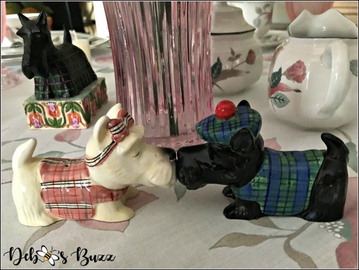 kissing-scottie-dogs-salt-pepper-shakers