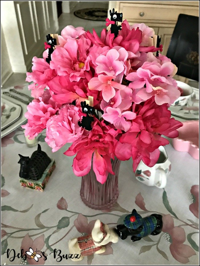 pink-valentines-day-table-Scottie-dog-centerpiece