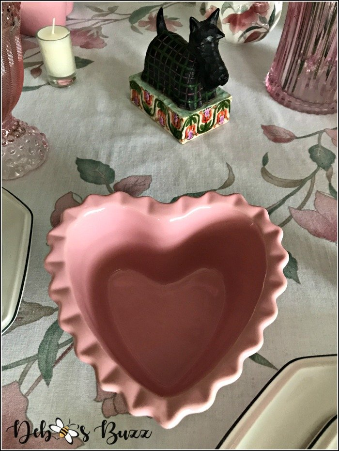 pink-valentines-day-table-heart-shape-ramekin