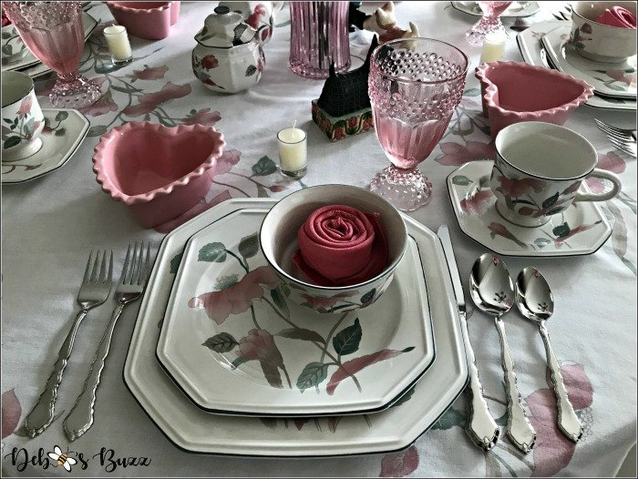pink-valentines-day-table-place-setting