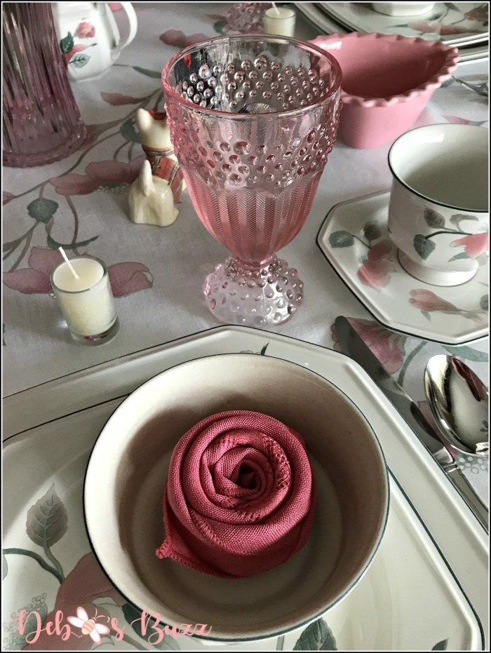 pink-valentines-day-table-rose-napkin-fold