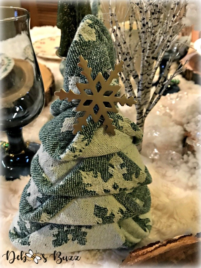 winter-table-Christmas-tree-napkin-fold