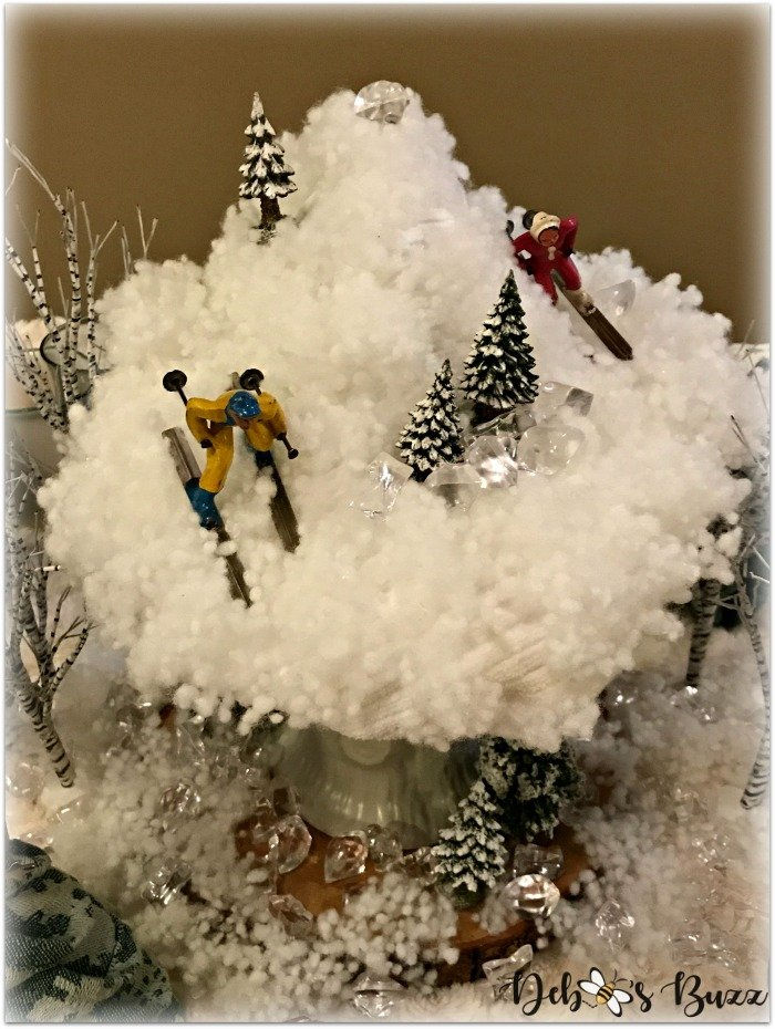 winter-table-vintage-skiers-mountain-centerpiece