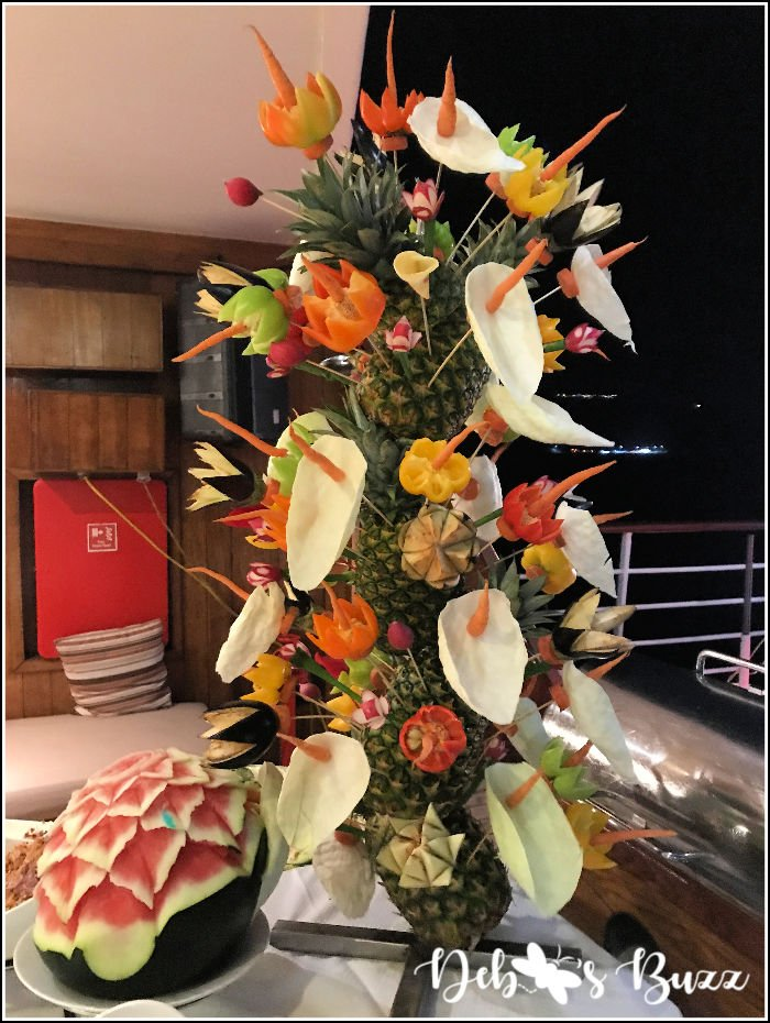 cruise-buffet-floral-arrangement