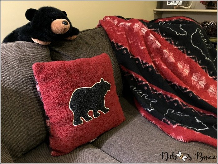 ski-lodge-theme-decor-bear-pillow-blanket