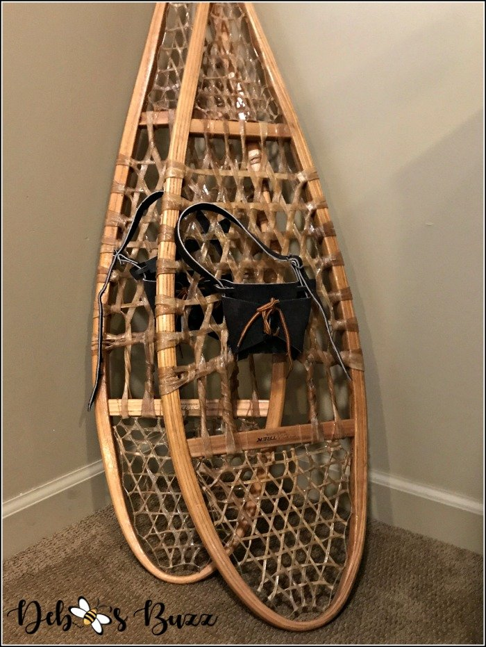 ski-lodge-theme-decor-vintage-snowshoes