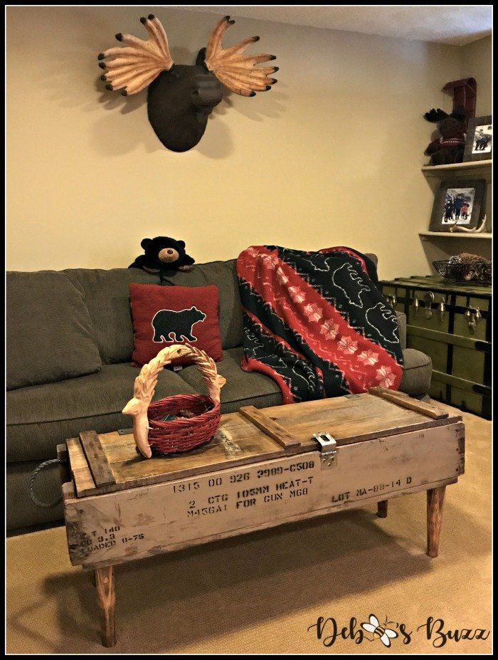ski-lodge-theme-decor-couch-coffee-table
