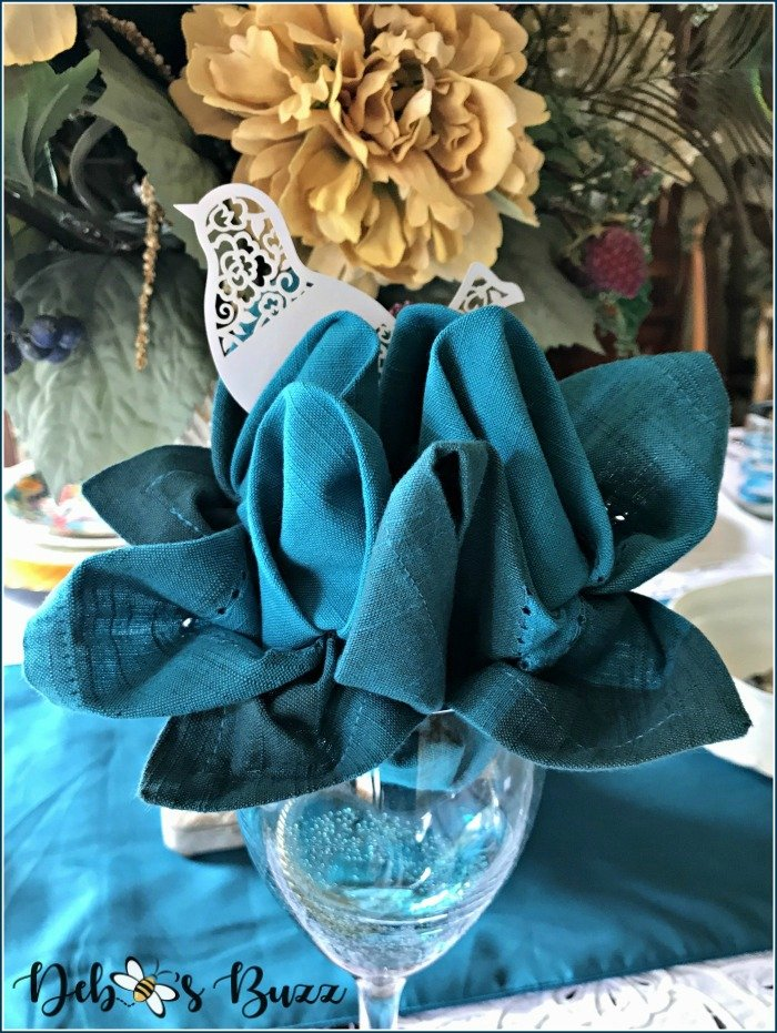 tweet-turquoise-early-spring-table-floral-napkin-fold-glass