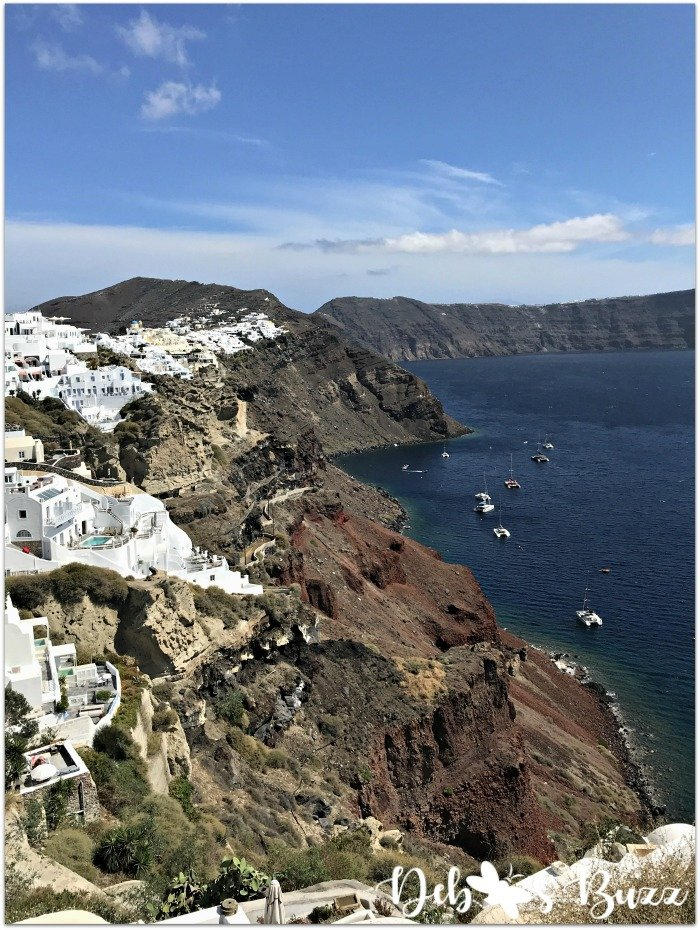 travel-Santorini-Greece-Oia-volcanic-rim