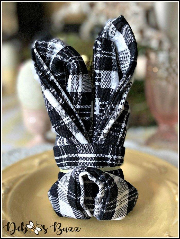 easter-bunny-shape-rabbit-ears-napkin-fold-tail
