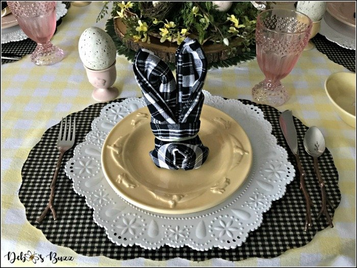 easter-rustic-rabbit-table-clack-white-place-setting