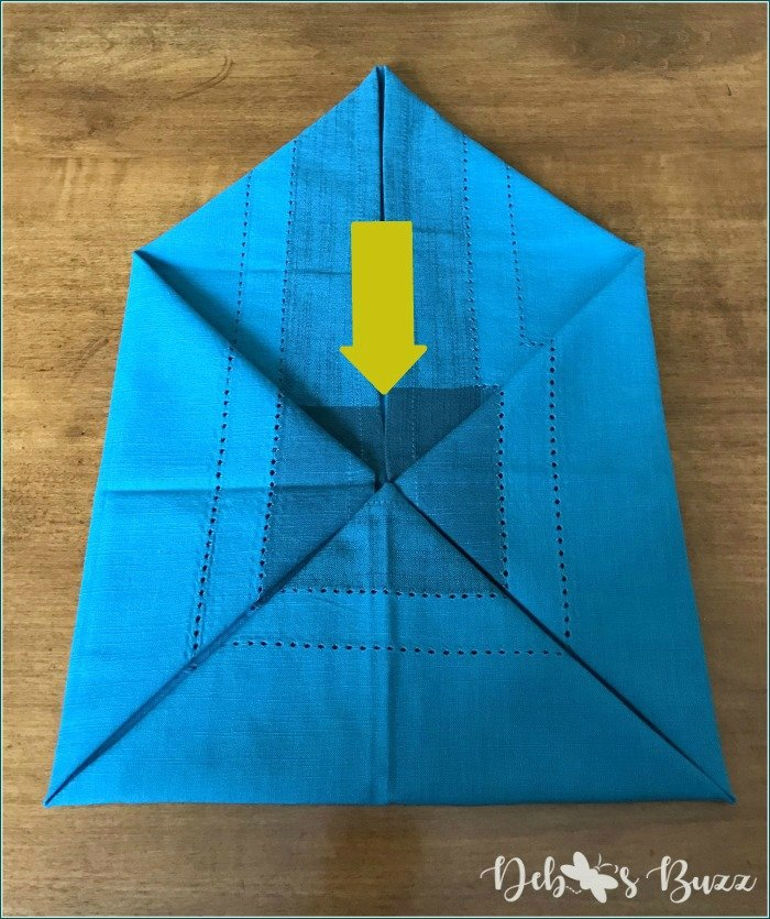 flower-napkin-fold-tutorial-envelope-corners-arrow