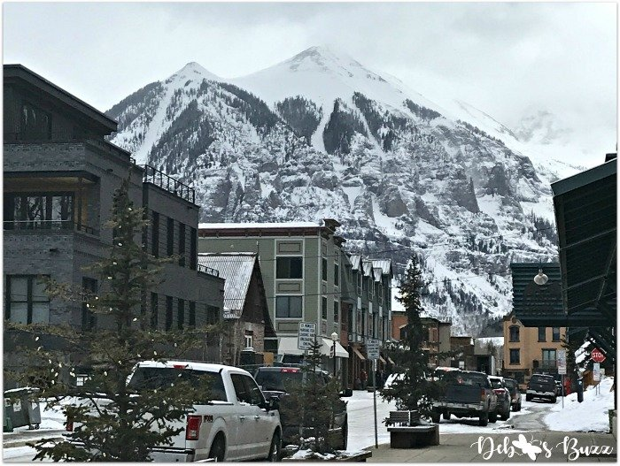 telluride-colorado-ski-vacation-downtown-mountain-view