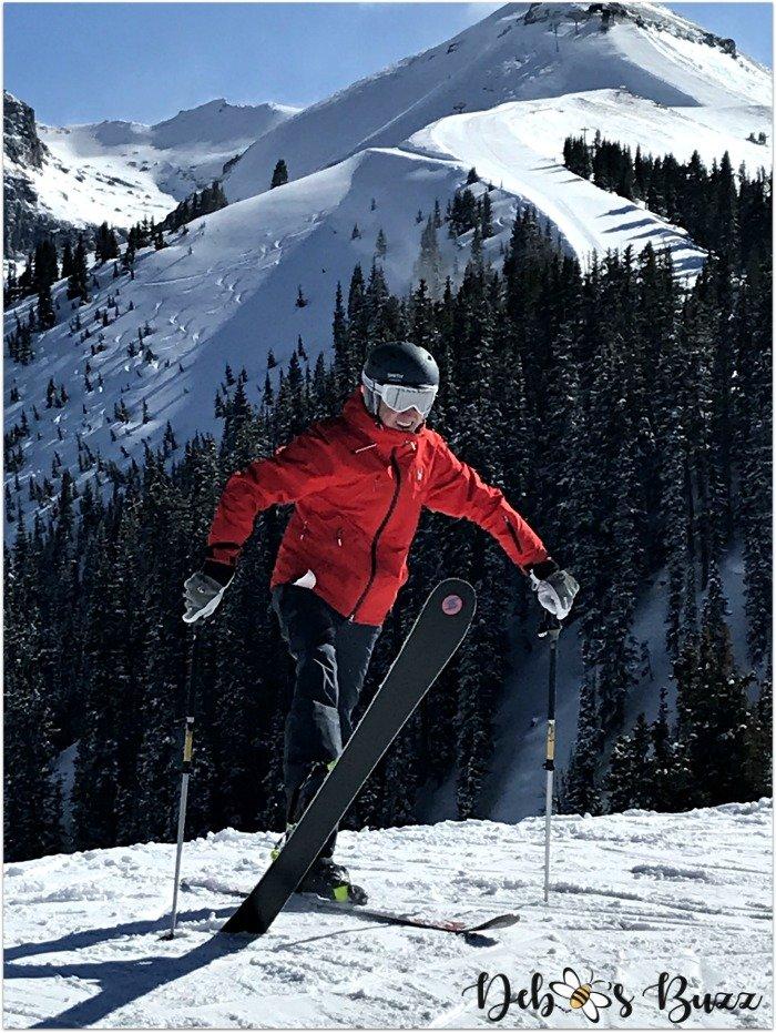 travel-Telluride-ski-vacation-skier