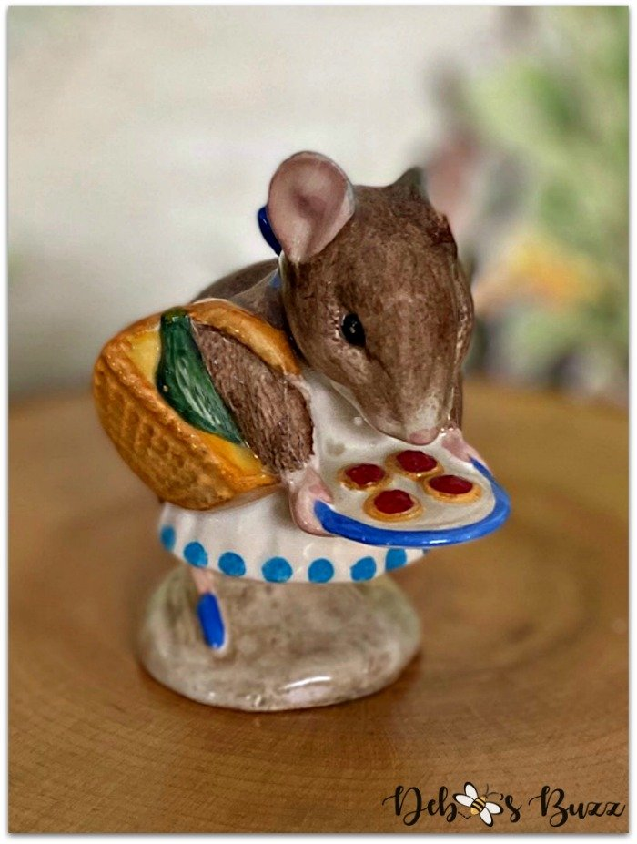 Beatrix-Potter-figurine-Appley-Dapply-mouse