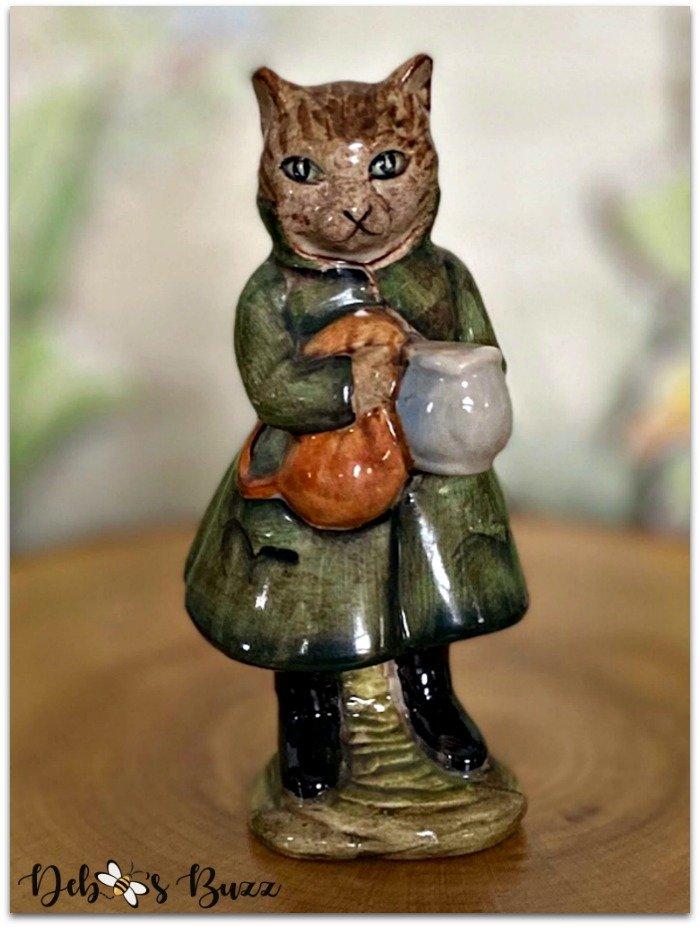 Beatrix-Potter-figurine-Simpkin-cat