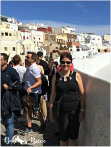 santorini-greece-oia-deb-crowded-sidewalks