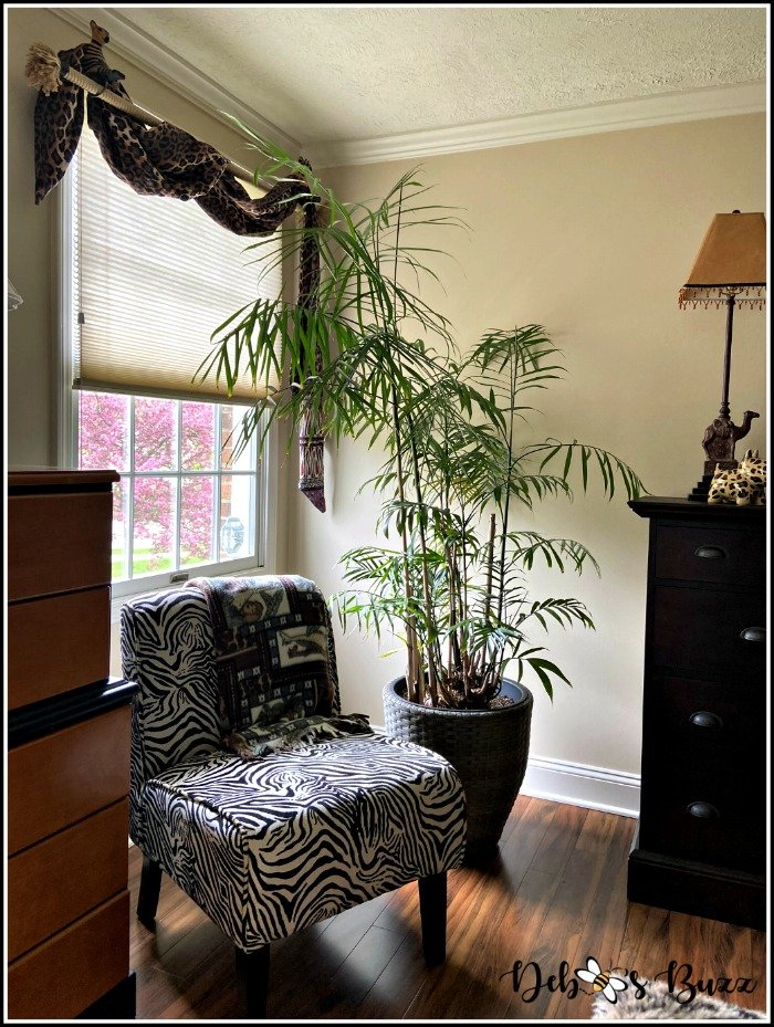 safari-bedroom-zebra-chair-corner