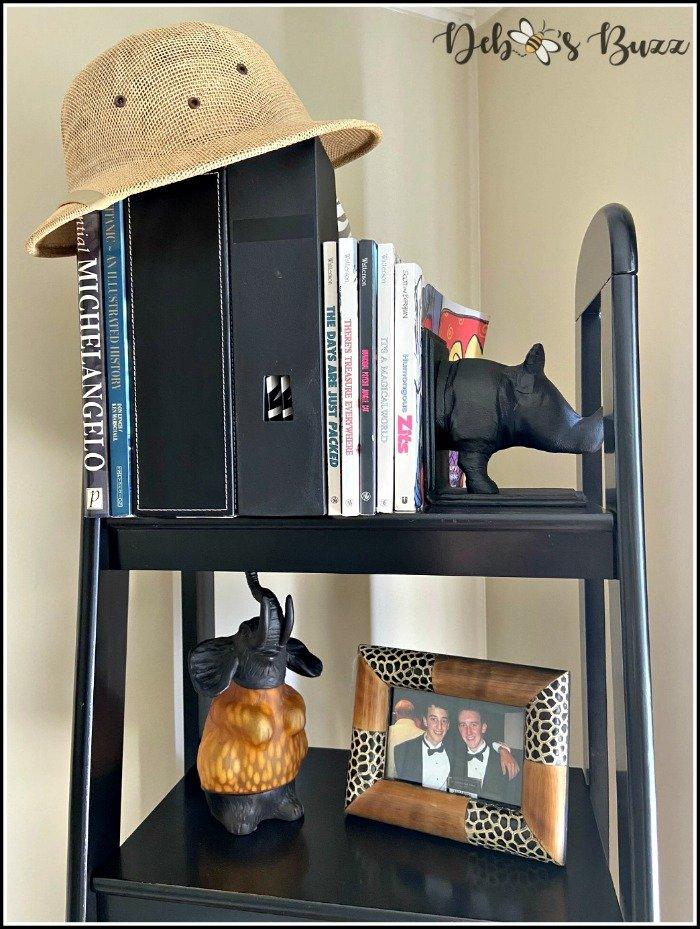 safari-decor-top-shelf
