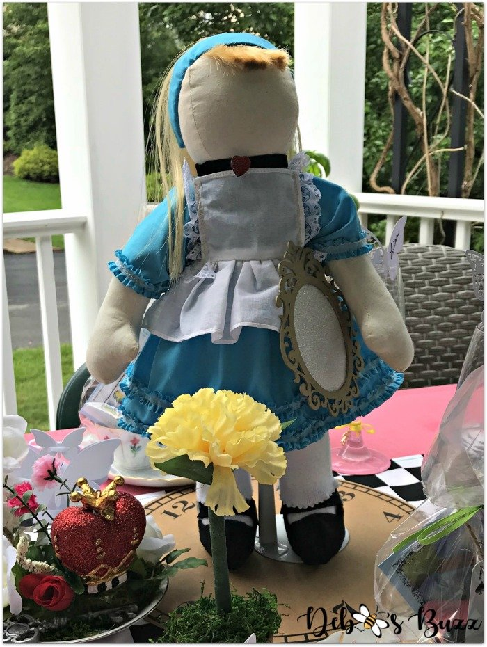 Alice-doll-centerpiece-unbirthday-party