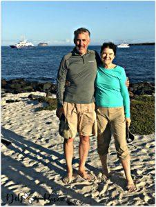 Galapagos-trip-Mosquera-barefoot-couple