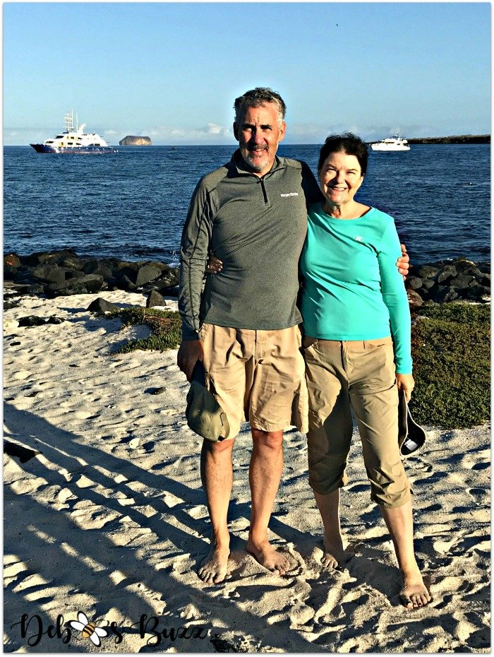 Galapagos-trip-barefoot-couple