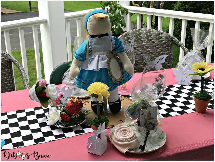 alice-doll-centerpiece-table-unbirthday-party
