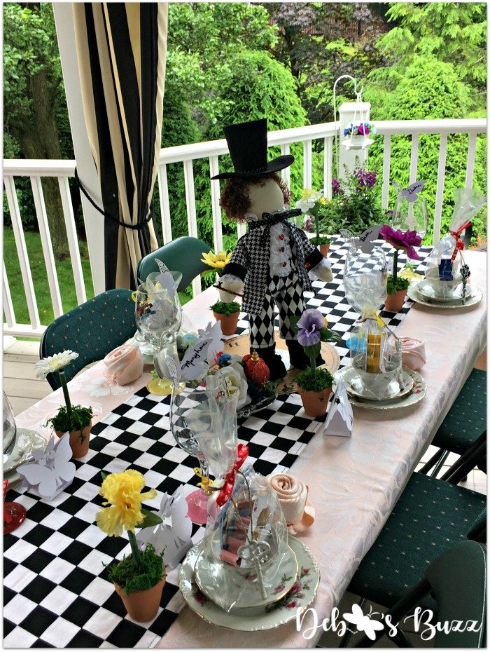 alice-in-wonderland-unbirthday-party-mad-hatter-outdoor-table
