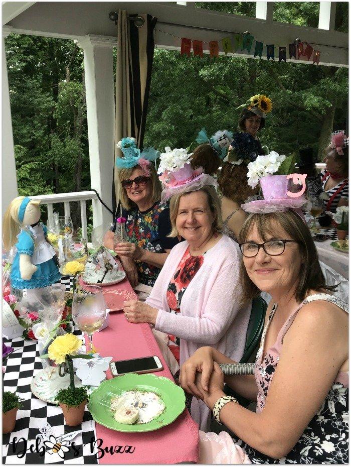 alice-wonderland-unbirthday-party-table-friends