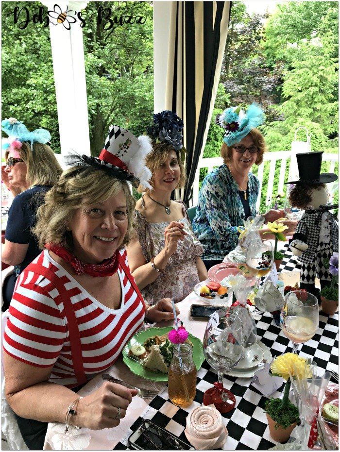 mad-hatter-table-friends-unbirthday-party