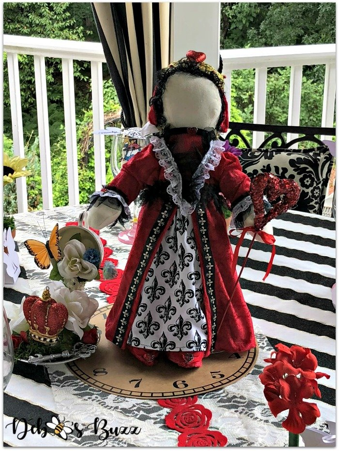 queen-of-hearts-centerpiece-porch-table-unbirthday-party