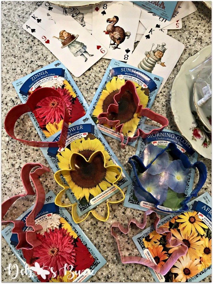 theme-wonderland-party-favors-cookie-cutters