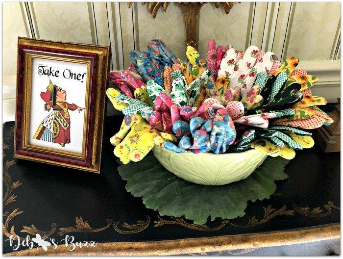 wonderland-party-favor-parting-gift