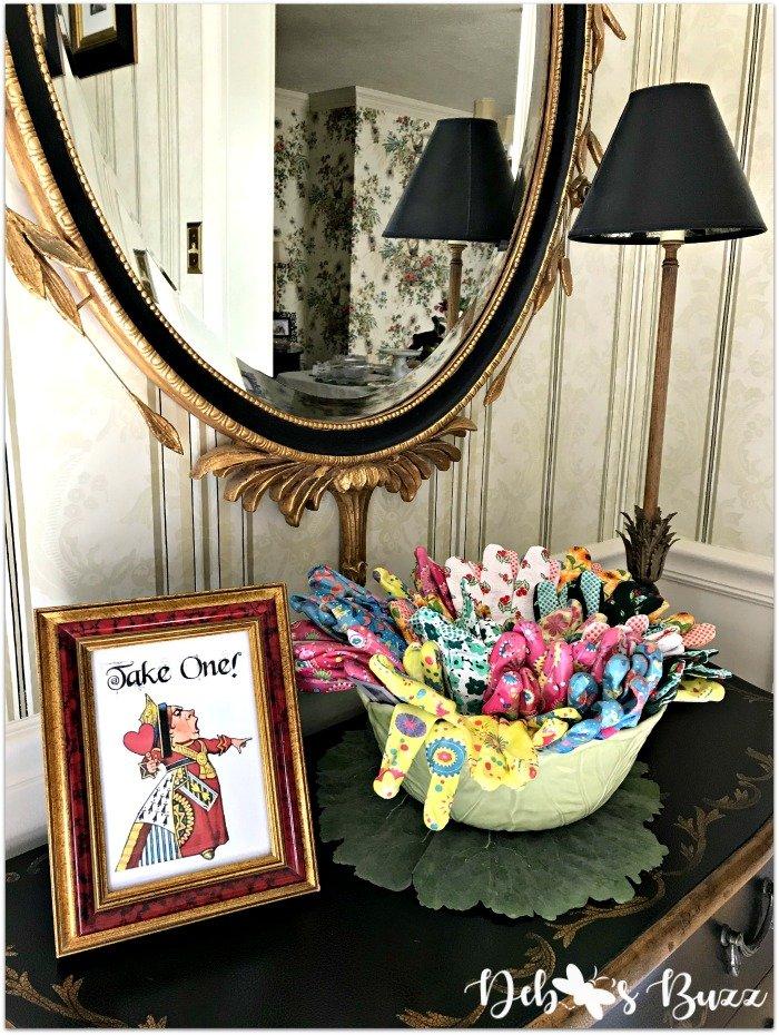 wonderland-party-favor-crafts-take-home-gift